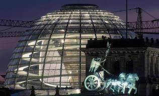 Quadriga vor Reichstagskuppel